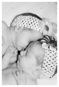 Zwillingsratgeber zwillinge_geburt-204x300 Zwillingsrabatte, Prozente, kleine Geschenke & Proben