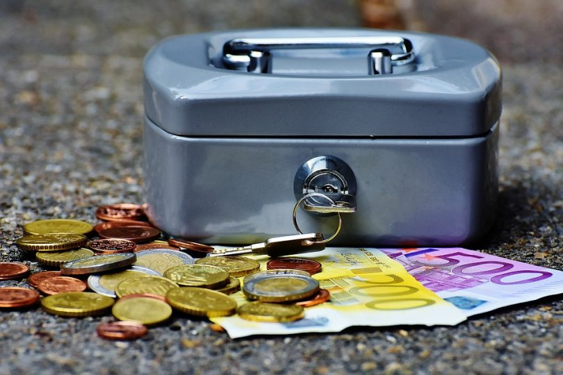Zwillingsratgeber cashbox-1642989_960_720-810x540 Finanzielle Unterstützung für Zwillingseltern