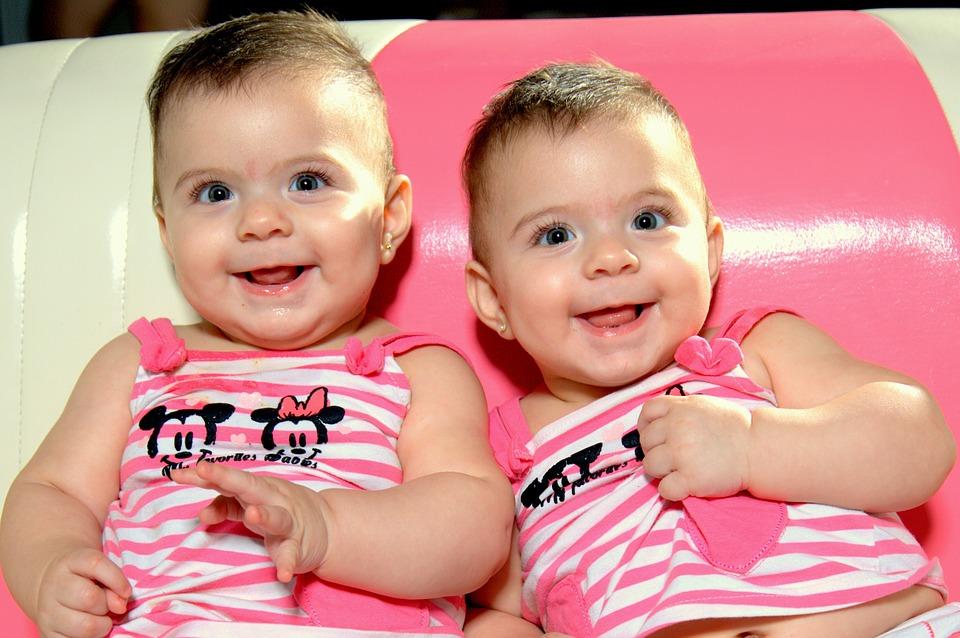 Zwillingsratgeber baby-507335_960_720 Zwillingszimmer einrichten – mehr als 10 praktische Ideen