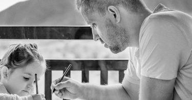"""Zwillingsratgeber regretting-parenthood-e1481278630466-375x195 Im Interview: Die Autorin von """"Das Christkind und die Zwillingshelfer"""""""