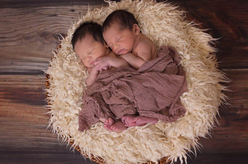 Zwillingsratgeber twins-1628843_1920-810x537 Die schönsten Namen für Zwillinge