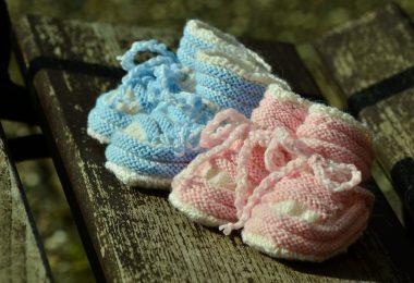 Zwillingsratgeber baby-shoes-1514007_1920-e1550672186785-380x260 Geburt von Zwillingen
