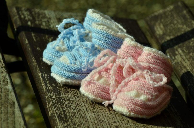 Zwillingsratgeber baby-shoes-1514007_1920-e1550672186785-810x536 Geburt von Zwillingen