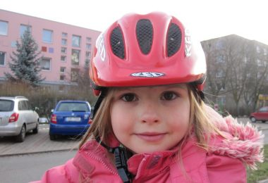 Zwillingsratgeber helm-kinder-380x260 Der richtige Fahrradhelm für Deine Kinder - Sicherheit geht vor