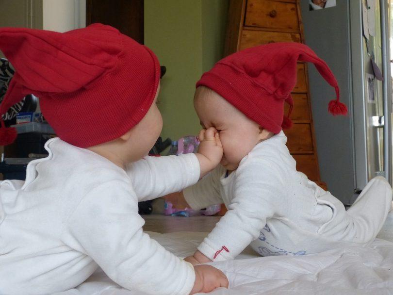 Zwillingsratgeber zwillinge-baby-810x608 Zwillingsblogs – die wichtigsten Seiten rund um den doppelten Nachwuchs