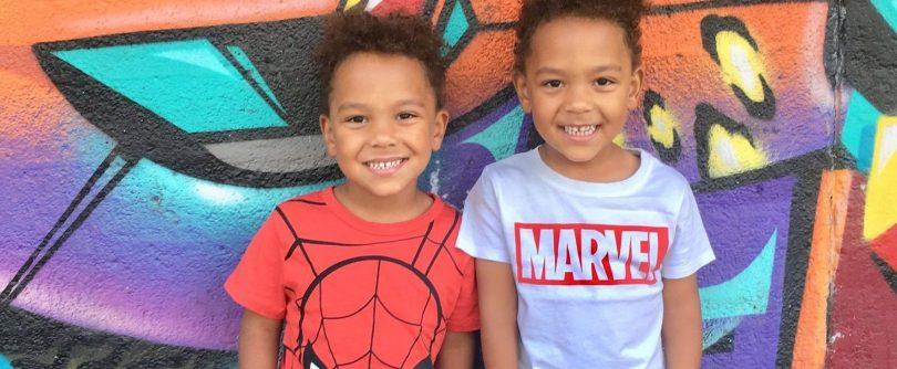 Zwillingsratgeber zwillinge-marvel-graffiti-e1543849379720-810x334 Kindermodel werden – die wichtigsten Tipps
