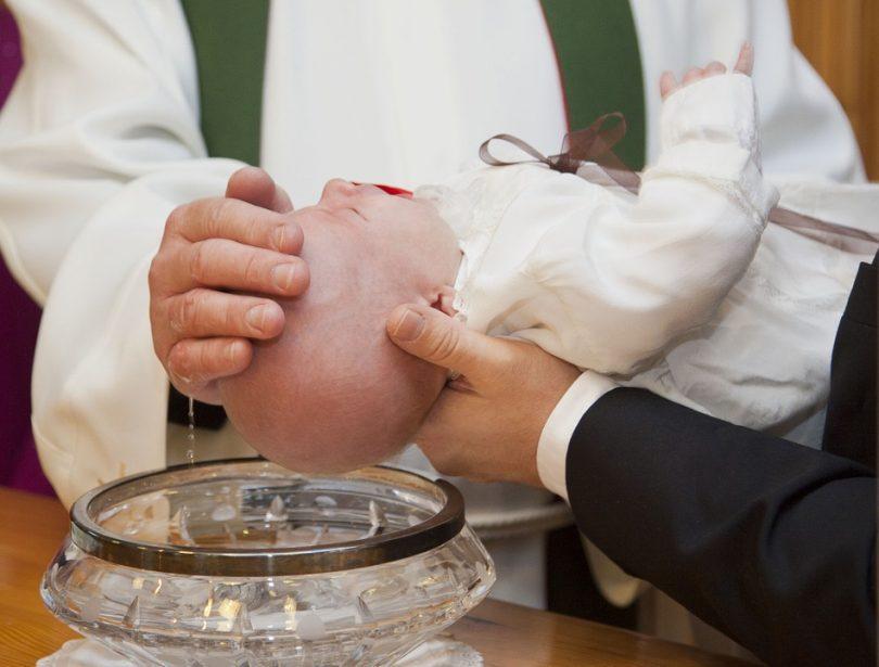 Zwillingsratgeber geschenk-taufe-810x615 Was schenkt man zur Geburt oder Taufe von Zwillingen? Gilt natürlich auch für einzelne Babys