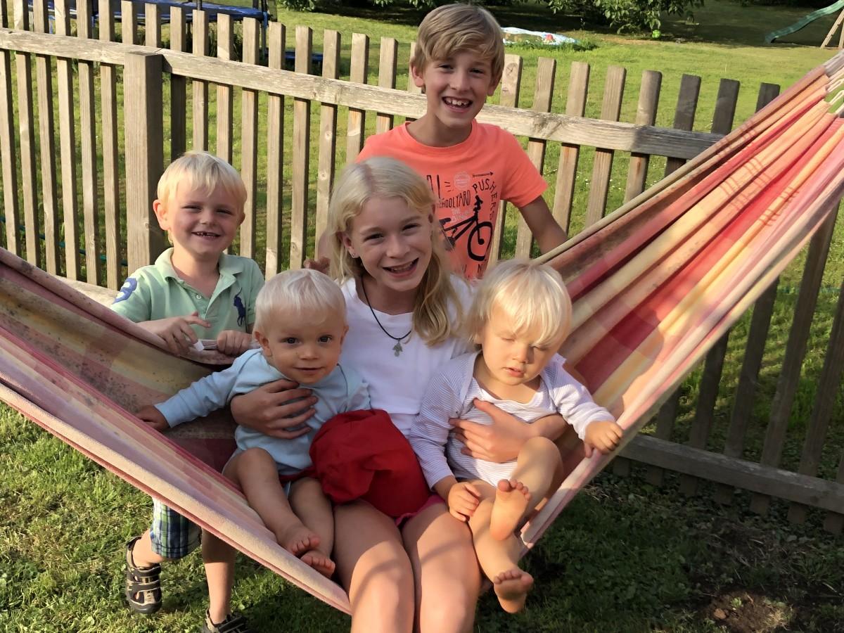 Zwillingsratgeber 5-kinder-großfamilie Interview: Zwillingsmama Alexandra von extrakind über ihre Großfamilie