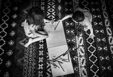 Zwillingsratgeber linkshaender-380x260 Linkshänder-Kinder im Kindergarten & Schule