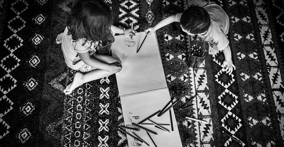 Zwillingsratgeber linkshaender-960x500 Linkshänder-Kinder im Kindergarten & Schule
