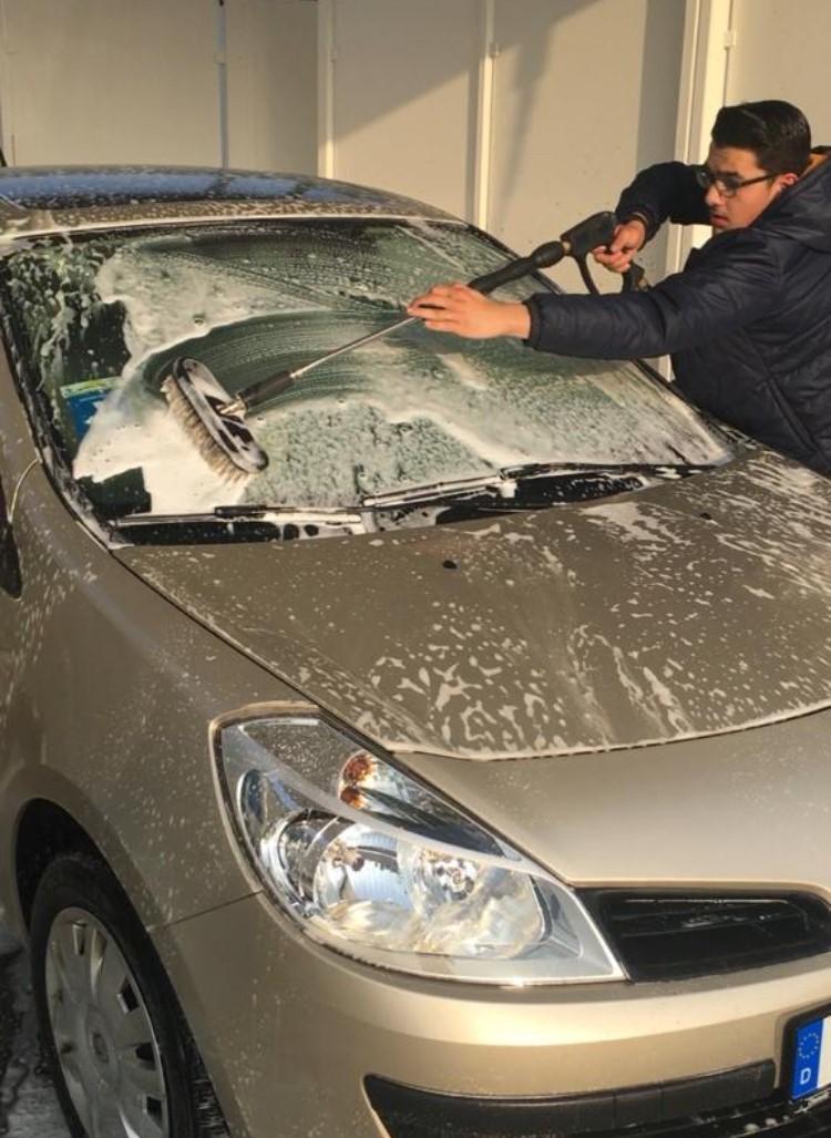 Zwillingsratgeber ADAC-Autoversicherung Anzeige: Führerschein bestanden? Tipps für die Wahl der richtigen Kfz-Versicherung!