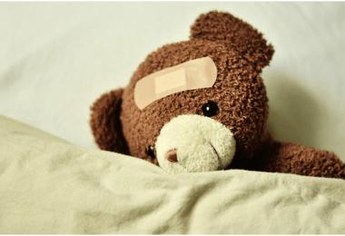 Zwillingsratgeber baby-krank-babyapotheke-380x260 Tipps & Tricks: Welche Produkte gehören in die Babyapotheke?