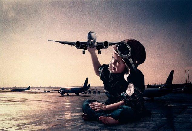 Zwillingsratgeber flug-baby-634x433 Entspanntes Reisen mit Kids: Wenn der Flug Verspätung hat oder ganz ausfällt