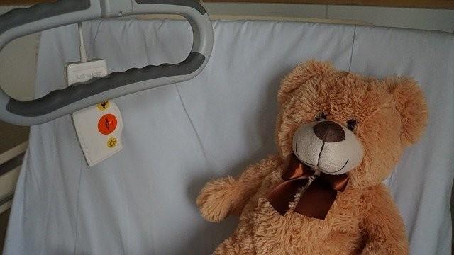 Zwillingsratgeber kind-krankenhaus Werbung: Kinderkrankenversicherung: gesetzlich oder privat?