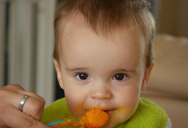 Zwillingsratgeber baby-essen-bumboo-booster-634x433 Anzeige: Bumbo booster seat - Die Sitzerhöhung für Kleinkinder