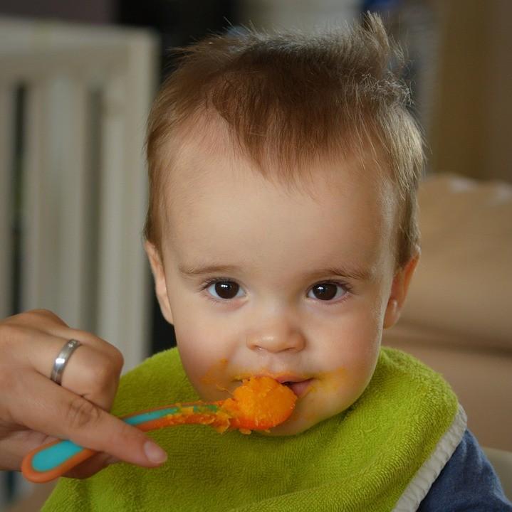 Zwillingsratgeber baby-essen-bumboo-booster Anzeige: Bumbo booster seat - Die Sitzerhöhung für Kleinkinder