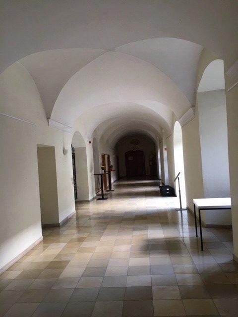 Zwillingsratgeber gang-kloster-ensdorf-e1596361687334 Auf dem Jakobsweg: Schwandorf nach Ensdorf