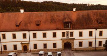 Zwillingsratgeber kloster-ensodr-aussicht-aus-zimmer-2-375x195 Auf dem Jakobsweg: Schwandorf nach Ensdorf