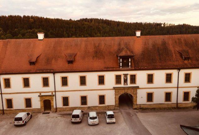 Zwillingsratgeber kloster-ensodr-aussicht-aus-zimmer-2-634x433 Auf dem Jakobsweg: Schwandorf nach Ensdorf