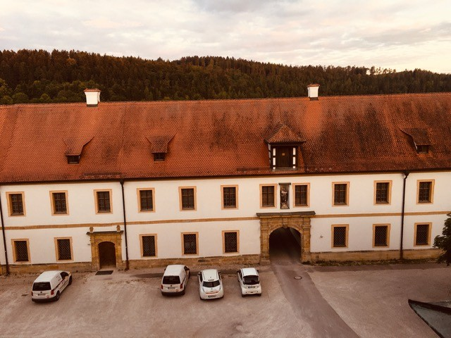 Zwillingsratgeber kloster-ensodr-aussicht-aus-zimmer-2 Auf dem Jakobsweg: Schwandorf nach Ensdorf