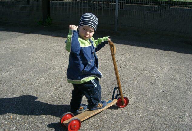 Zwillingsratgeber holzroller-634x433 Kinderroller - was gibt es zu beachten?