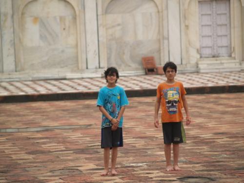 Zwillingsratgeber p1012085-640x480 Fahrt zum Taj Mahal